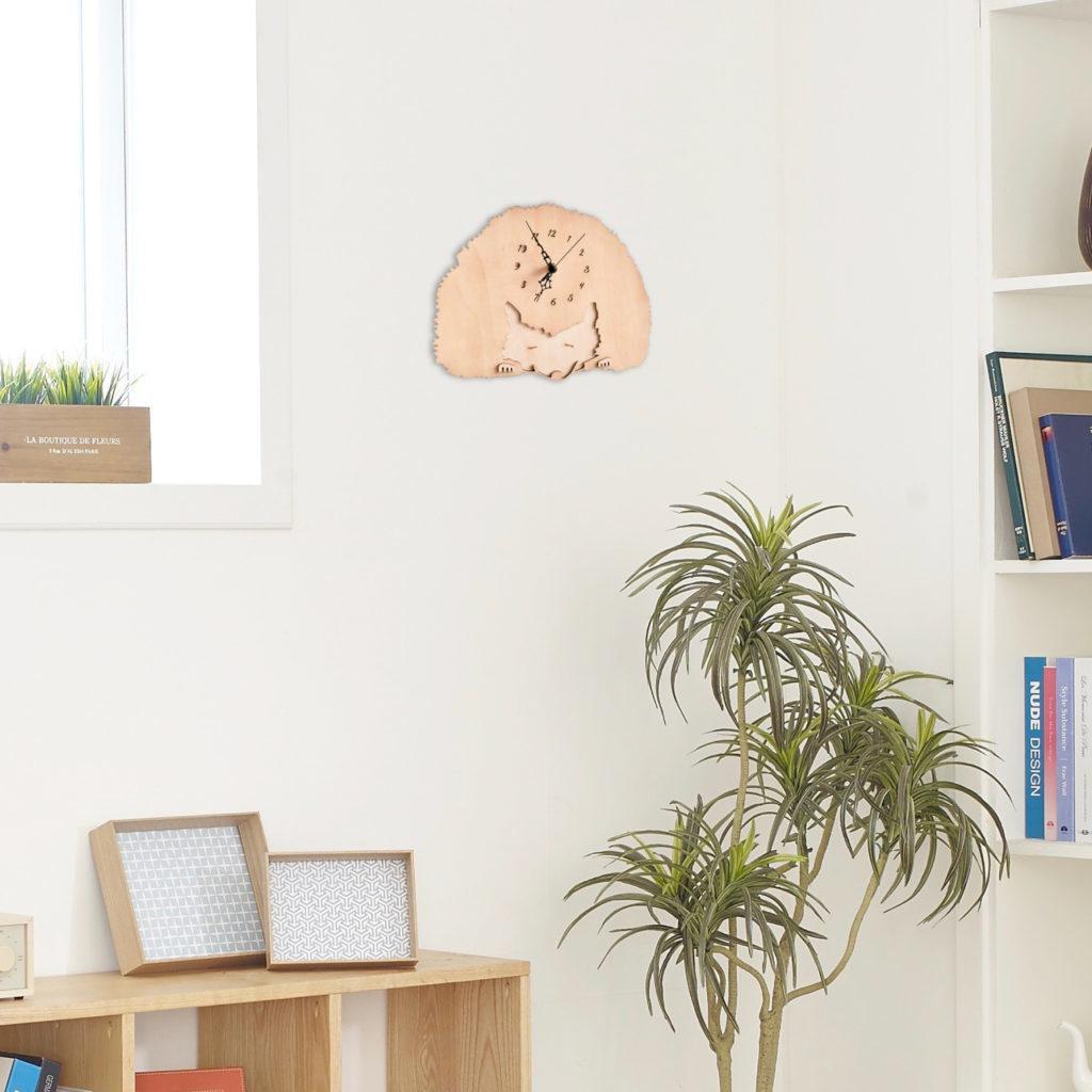ハリネズミ王国のランドマーク木製掛け時計