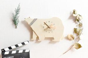 シロクマの木製掛け時計