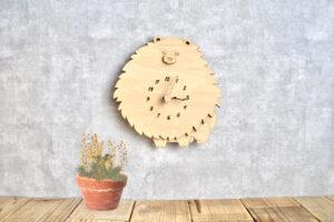 ポメラニアンの木製掛け時計